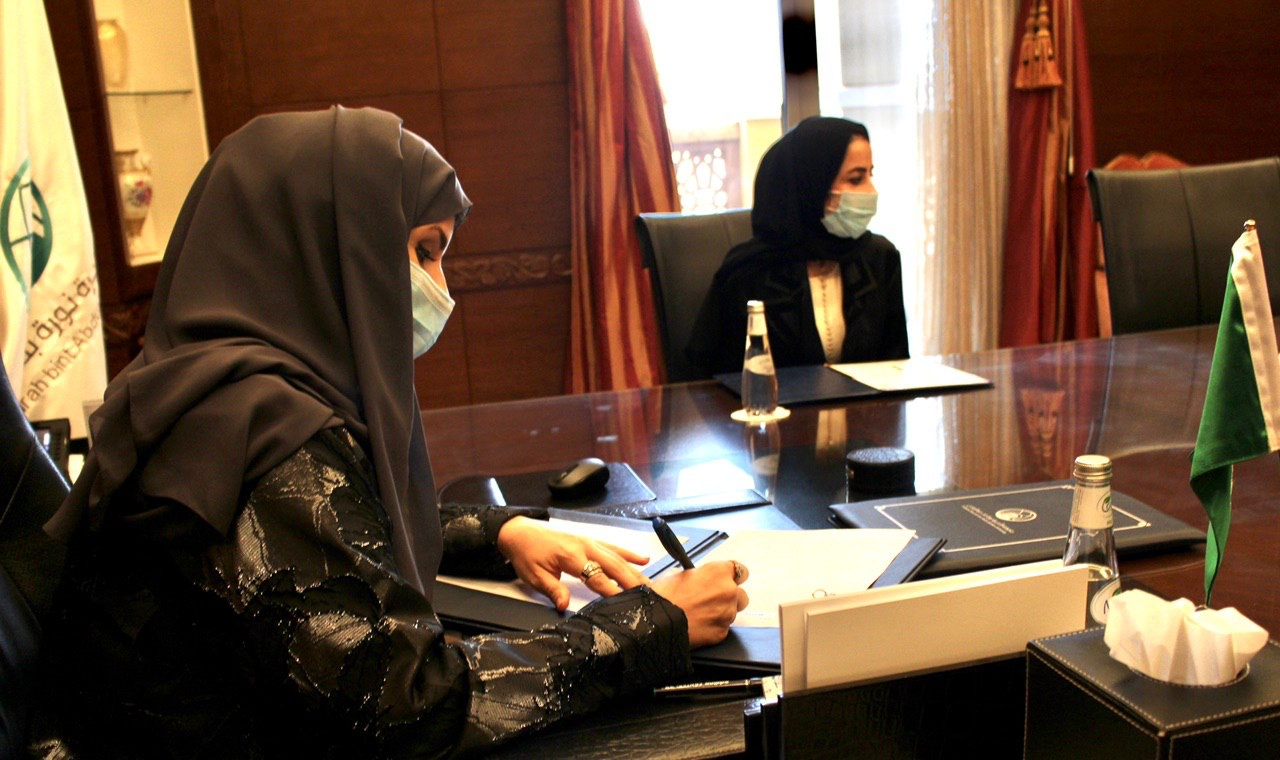 جامعة الأميرة نورة تبرم عقد تقديم خدمات مع جامعة بكين للغات والثقافة